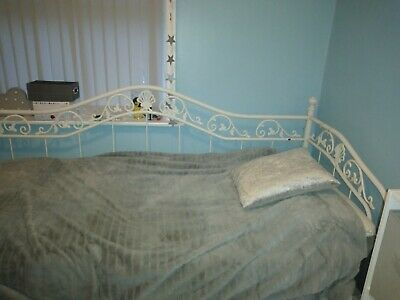 Single Cream Metal Day Bed Frame  • 33£