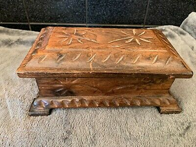 Small Carved Wooden Box • 2.99£