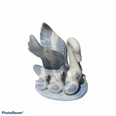 """$ CDN54.80 • Buy Vintage Porcelain Mother Swan With Cygnets Figurine 4"""" Blue & White"""