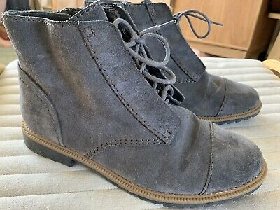 £15 • Buy Clarks Grey Suede Ankle Boots Size 6