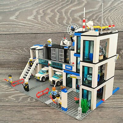£44.71 • Buy LEGO Police Station (7498) - ALMOST COMPLETE (See Description)
