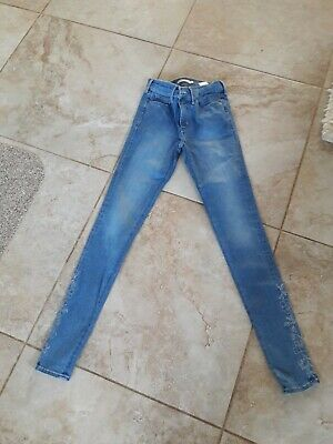 £2 • Buy Womens Blue Embroidered Levi Skinny Jeans Size 27