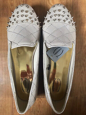 £5 • Buy Brand New Nude Beige Gold Spike Flat Shoes Size 6
