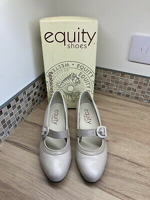 £9 • Buy Women's Size 5 & 1/2 Leather Stone Coloured Vintage Style Shoes