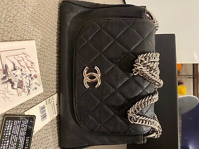 AU3388 • Buy Authentic Chanel Calfskin Black Flap Bag With Chain