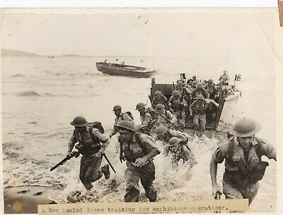 £8 • Buy Original 1943 Press Photo Of New Zealand Troops On A Landing Craft Exercise