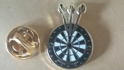 Darts & Dartboard PIN  Badge Throwers Arrows Tungsten PDC World Cup Of Darts 180 • 3£