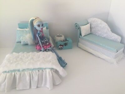Monster High Furniture Bedroom Set:Bed,sofa,lamp,wood Box:Abbey Bominable • 49.06£
