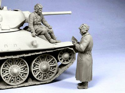 Tahk Model Soviet Tank Officers Winter 1941-42 1/35 Scale Resin Figures T35045 • 19.95£