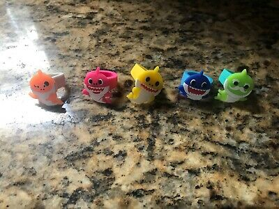 $9.99 • Buy Lot Of 5 Baby Shark Kids Rings Mommy Daddy Brand New Party Favor Gift