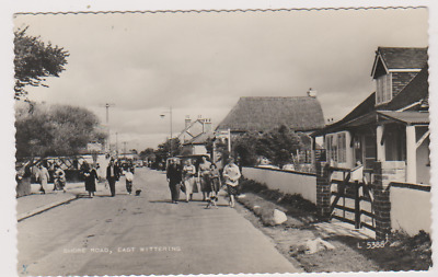 Shore Road - East Wittering - Busy Street - Sussex - Postcard Used 1964 - Rp • 8£