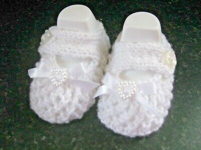 CUTE PAIR HAND KNITTED BABY SHOES In WHITE With WHITE BOW  Size 0-3 MONTHS (2) • 2.80£