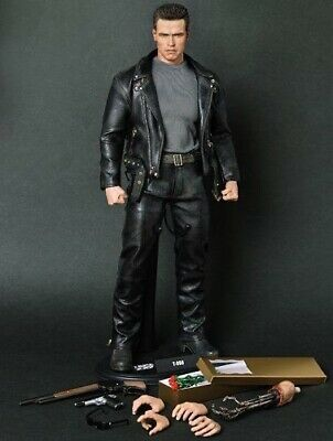 AU600 • Buy MMS117 Terminator 2 Collectors Edition Hot Toys, Never Displayed.
