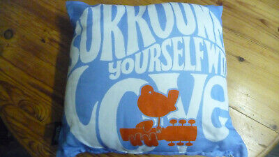 Woodstock Festival -Surround Yourself With Love Sofa Cushion,Peace,Hendrix,Who • 10.99£