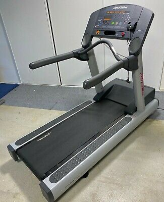 AU1800 • Buy Life Fitness TREADMILL CLST Integrity 95 Series Flex Deck 4HP Motor Commercial