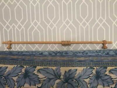 Oak Eyelet Curtain Pole • 10£