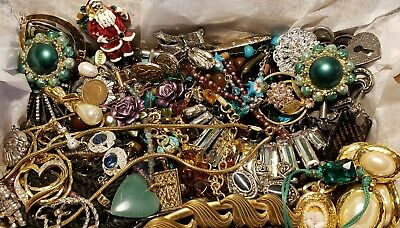 $ CDN8.90 • Buy Vintage Mod Jewelry Lot Necklaces  Brooch Signed Nolan Miller Crown Trifari Avon