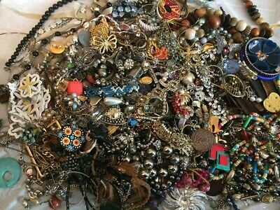 $ CDN1.34 • Buy Unsearched 2 Lbs Vintage Now Jewelry Junk Craft Lot Pieces Parts Brooch Necklace