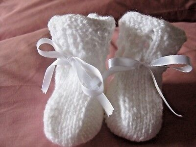 LOVELY HAND KNITTED BABY BOOTIES In WHITE - 0-3 MONTHS (6) • 3£
