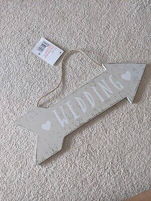 Wedding Decoration Arrow Sign, Never Been Used. Natural And White Shades. • 4£