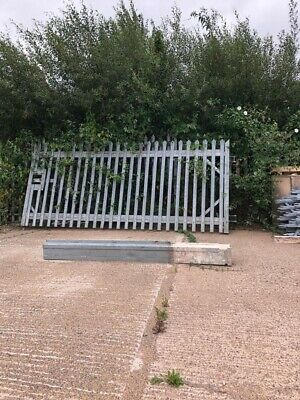 Metal Gate With Post  • 400£