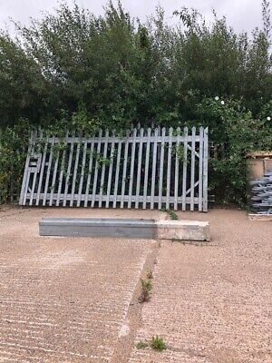 Metal Gate With Post  • 300£