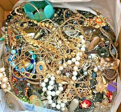 $ CDN13.18 • Buy Unsearched 2+ Pounds Vintage Now Jewelry Junk Craft Lot Parts Necklace Brooch