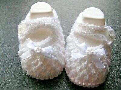 CUTE PAIR HAND KNITTED BABY SHOES In PINK/WHITE WITH WHITE BOW Size NEW BORN (4) • 2.80£