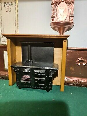 Dolls House Furniture Black Stove In Wood Surround 1.12th  • 10£