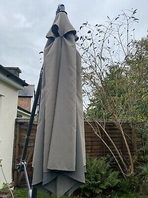 Marko Outdoor 3M Overhanging Cantilever Parasol With 2 Metal Base • 40£
