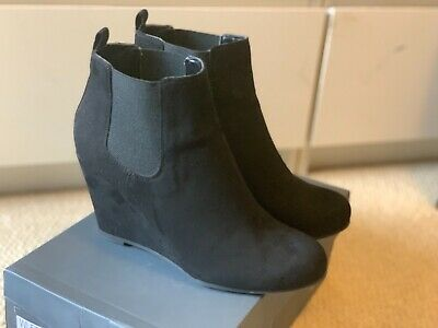 Red Herring Wedge Ankle Boots • 8£