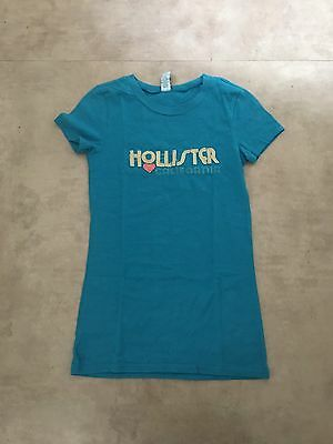 AU10 • Buy Hollister T-shirt Size Small