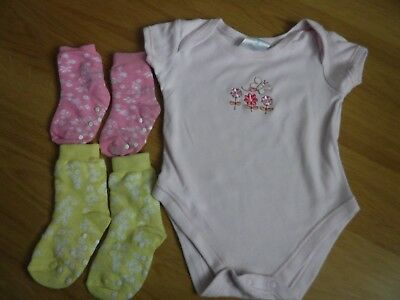 Baby Girl's Bodysuit Vest Age 9 Months 100% Cotton Pink + Socks 2 Pairs • 0.99£