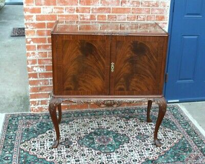 $1275 • Buy English Antique Mahogany Queen Anne  Bar Cabinet With Light