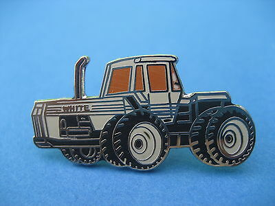 Farm Tractor    Pin Badge  (t11) • 2.25£