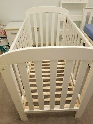 East Coast Anna Dropside Cot & Mattress - Great Condition • 60£