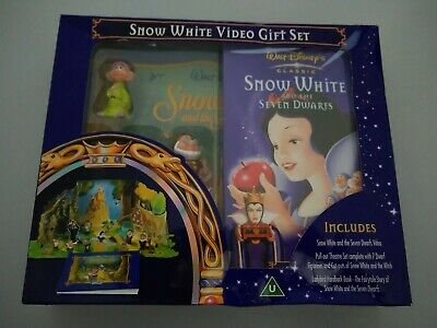 Walt Disney's Snow White And The Seven Dwarfs Book, Figures, & Pull Out Theatre • 2.60£