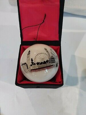 Handpainted Glass Bauble Featuring London Skyline New In Original Box • 3.50£