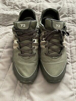 Y3 Trainers Size 9 • 45£