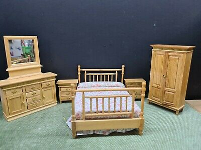 Dolls House Furniture Pine/gold Bed /side Draws/wardrobe/dressing Table  1.12th  • 30£