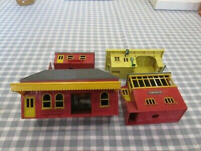 4 X Triang Buildings-Waiting Room ,Signal Box Etc-Unboxed • 14.50£