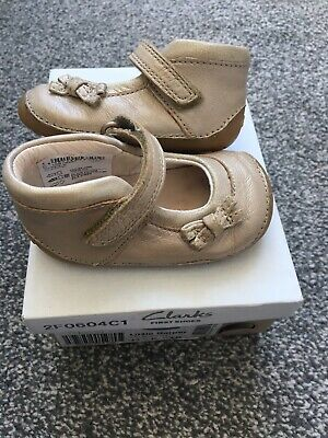Baby Girls Toddler Child's Clarks 2.5 F First Cruiser Shoes Cream Gold • 8.99£
