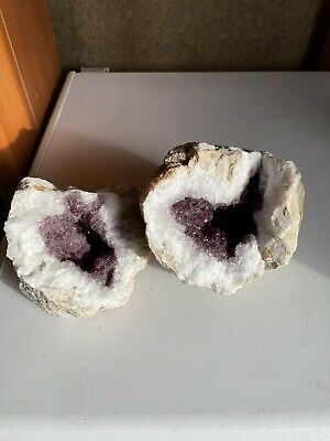 Natural Crystal Geode Rock • 10£