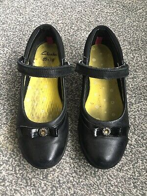 CLARKS Daisy Girls Child's Size UK 12.5 F (Eu 31) Black Leather School Shoes • 8.99£