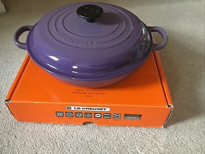 **LE CREUSET CAST IRON SHALLOW CASSEROLE ULTRA VIOLET WITH BOX - 26cm** • 145£