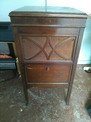 HMV. Vintage / Antique Gramaphone /Record Player In Wooden Cabinet. COLLECTION • 175£