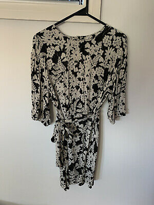 AU10 • Buy Zara Black & White Floral Dress Size XS (will Fit Size 8 Or Small 10)