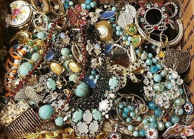$ CDN69.68 • Buy HUGE 10+lbs Vintage Mod Jewelry Lot Some Signed Most Wear Necklaces + Rhinestone