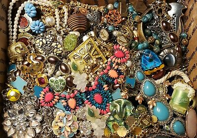 $ CDN16.29 • Buy HUGE 13 Lbs Vintage Mod Jewelry Lot Some Signed Most Wear Necklaces + Rhinestone
