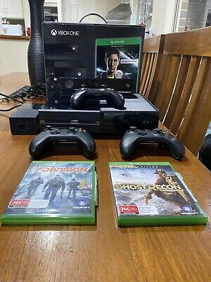 AU125 • Buy XBOX ONE 500GB WITH 4 WIRELESS CONTROLLER, 2 GAMES , Charger For Controllers.